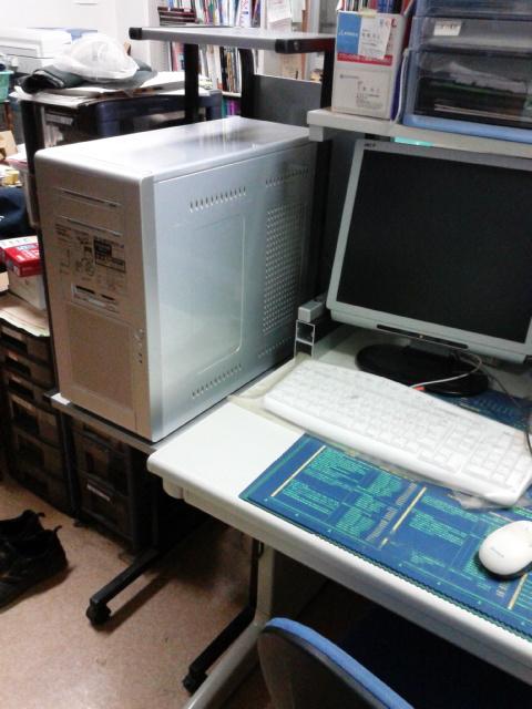 デスクトップパソコンのタワーを置く台を作りました